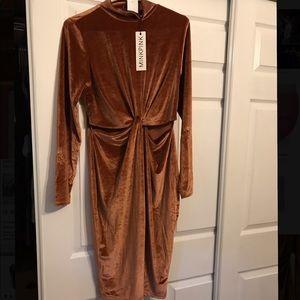 MinkPink Dress size Medium brand new